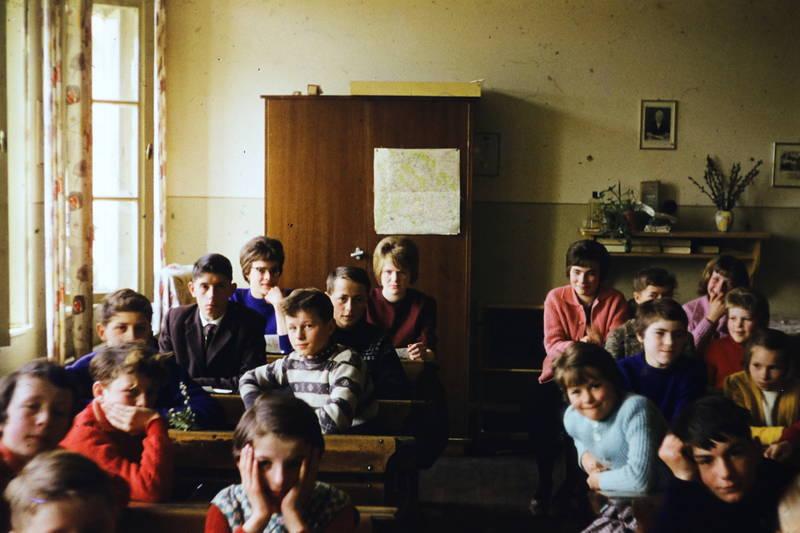 Karte, Klasse, Klassenzimmer, schrank, schreibtisch, schulbank, schule, Schüler