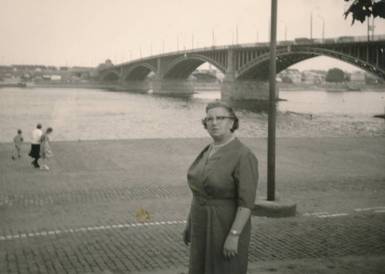 kleid, Perlenkette, Promenade, Rhein, Theodor-Heuss-Brücke