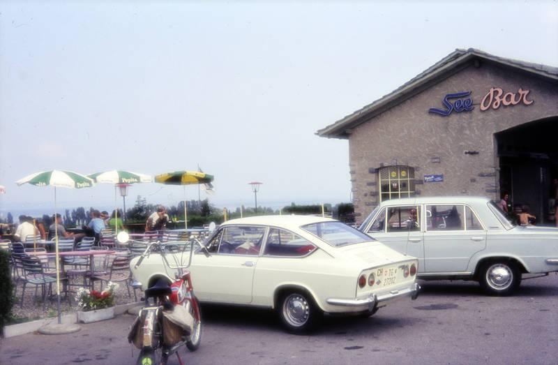 auto, Coupe, Fiat 850 Sport Coupe, fiat-850-sport, KFZ, Motorrad, Parkplatz, PKW, See-Bar, tisch