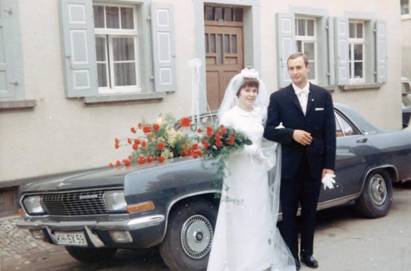 admiral-a, auto, blumengesteck, Braut, Bräutigam, Brautpaar, Fuchsbrauerei, Hochzeit, Hochzeitspaar, KFZ, Opel, Opel-Admiral, PKW, schleier, Windesheim