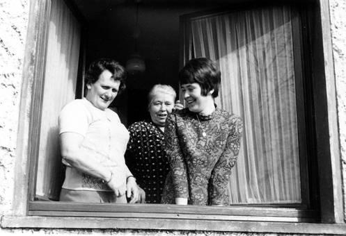 Die drei Frauen am Fenster