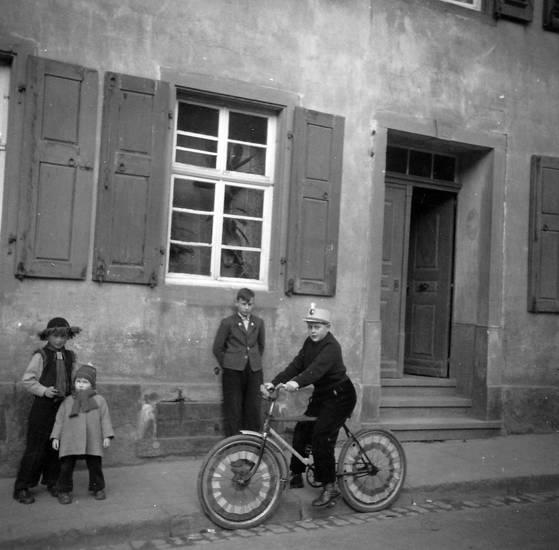 fahrrad, Fensterläden, haus, hut, Kostüm, rosenmontag, straße, Windesheim