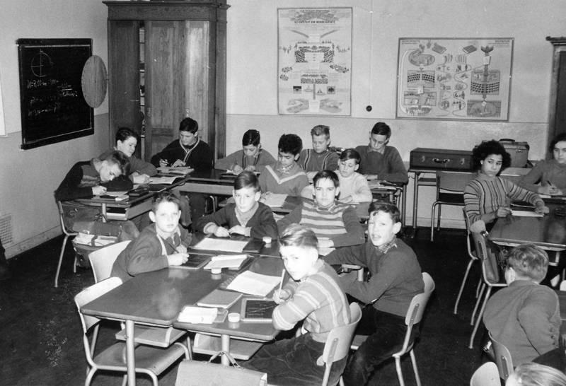 Kindheit, klassenraum, Schreibarbeit, schule, Schüler, Schülerin, Schulklasse, tafel, Volksschule, Windesheim