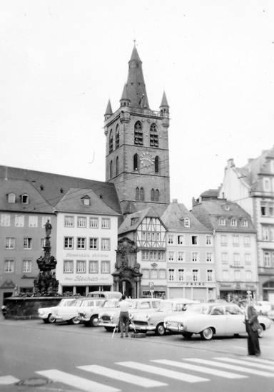 Ausflugsfahrt, auto, ford-badewanne, Hauptmarkt, KFZ, kirche, Marktplatz, Musikkapelle, Opel, PKW, rekord-p1, rekord-p2, st. gangolf, Trier, Windesheim