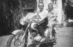 Paar auf einem Motorrad