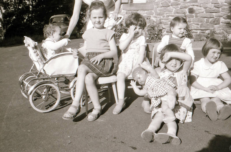freunde, gruppe, kinderwagen, Kindheit, puppe, Sandalen mit Socken