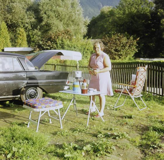 auto, Campingkocher, gedeckt, Genfer See, kanton, KFZ, kleid, mercedes, Mercedes-Benz, mercedes-heckflosse, Montreux, PKW, Schweiz, Stuhl, tisch, urlaub, Urlaubsreise