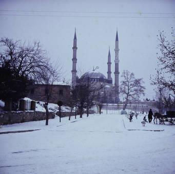 Verschneite Moschee