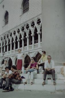 Pause vor dem Palast