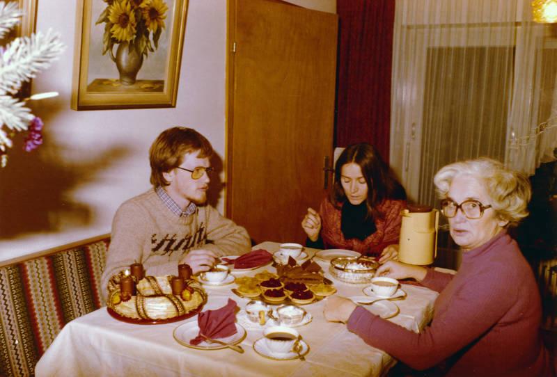 Adventskranz, Adventszeit, Brille, Geschirr, kaffee, Kaffeekanne, kuchen, Sahne, törtchen, torte