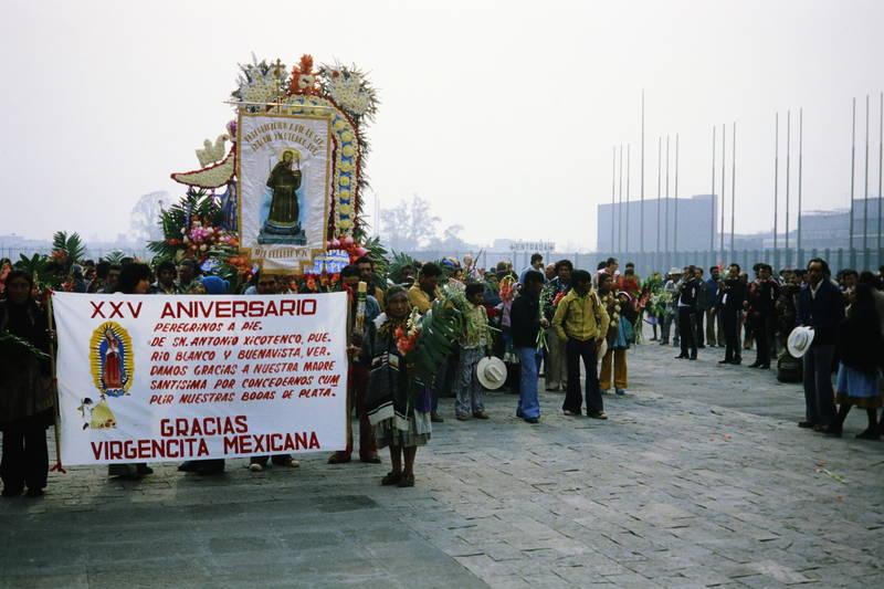 Blume, Gedenktag, jungfrau Maria, mexiko, mexiko-stadt, Prozession, Religion, Unsere Liebe Frau von Guadalupe, wallfahrt
