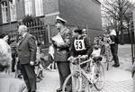 Polizist bei Radfahrprüfung