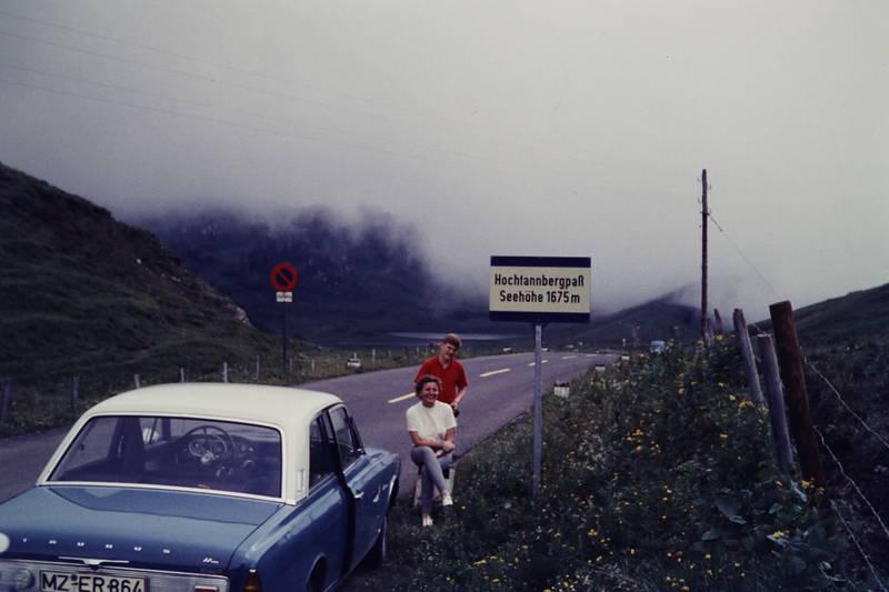 auto, Berg, Ford-Taunus-17m, hochtannbergpass, KFZ, lenkrad, Mutter, nebel, PKW, sohn, urlaub, Urlaubsreise