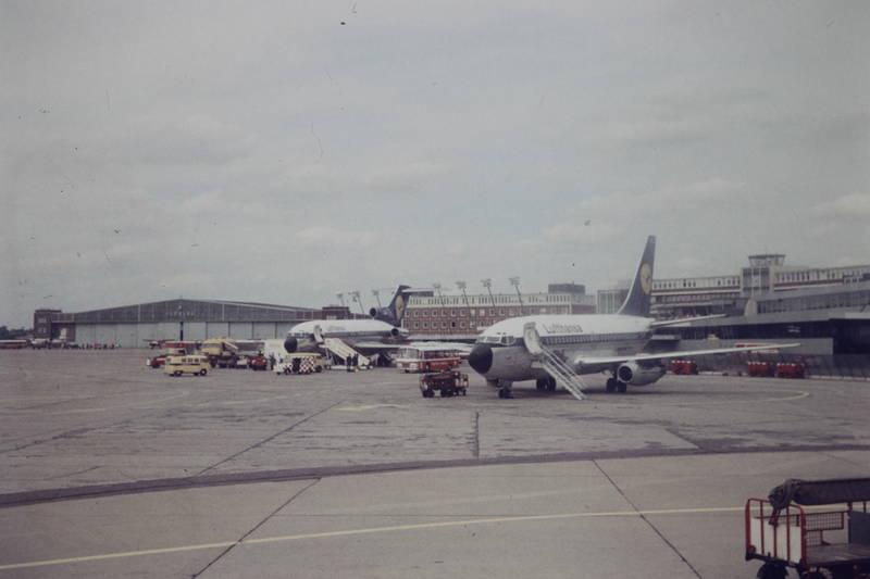 B727, B737, bus, flieger, Flughafen, flughafen hamburg, flugzeug, gepäckwagen, hamburg, hamburger flughafen, lufthansa, Maschine