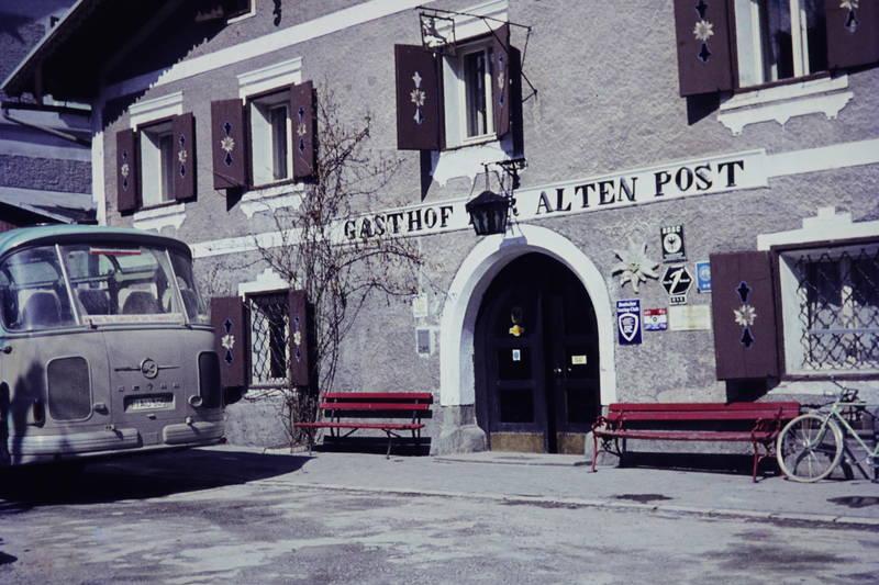 adac, ADAC club, Bank, bus, fahrrad, Fensterläden, Gasthof, gasthof zur alten Post, Hotel, KFZ, Reisebus, Schladming