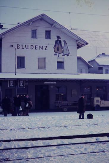 bahnhof, bahnhofsgebäude, Bludenz, Gepäck, Gleis, Koffer, schnee, winter
