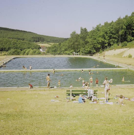 Badeanstalt, badeanstalt wilgersdorf, Badekleidung, bademode, badespaß, Badetag, freibad, freizeit, Schwimmbecken, Sonne, Spaß, Vergnügen, Wasserbecken
