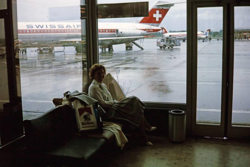 Abflughalle, duty-free, Flughafen, marlboro, Swissair, Wartehalle, Warten, werbung, zigarette