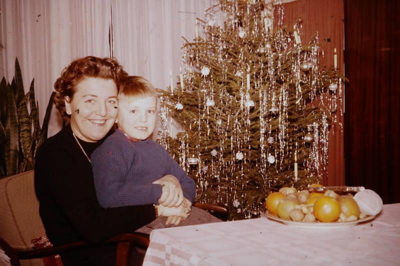 christbaum, clementine, Lametta, Mandarine, Mutter, nuss, sohn, Tannenbaum, Weihnachten, Weihnachtsbaum