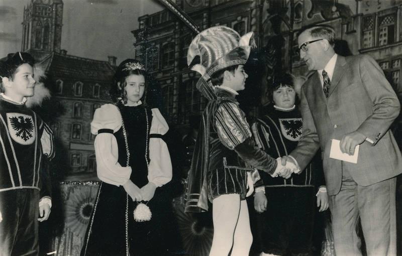 anzug, bühne, Dreigestirn, hand schütteln, karneval, Kostüm, verkleidung