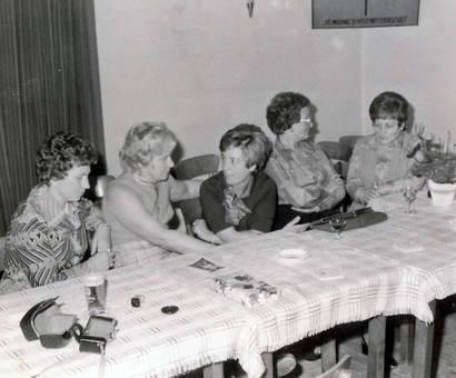 Frauen am Tisch