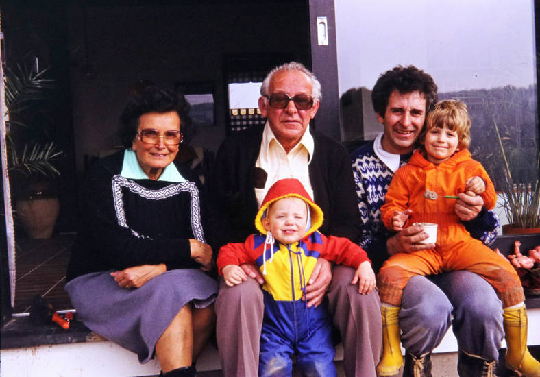 Bingen, familie, Familienbild, Großeltern, Gummistiefel, Kindheit, Terrasse, wohnzimmer