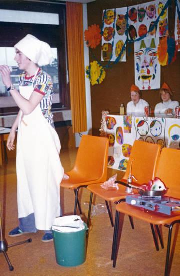 Fasching, fastnacht, karneval, Koch, Kostüm, Mikrofon, Mikrofonständer, Stuhl, verkleidung