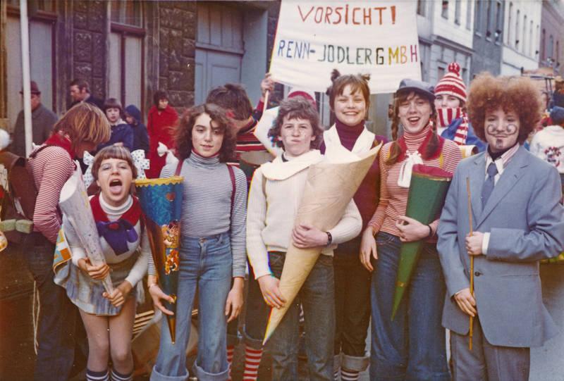 anzug, Erster Schultag, karneval, Kostüm, Renn-Jodler GmbH, Schüler, Schultag, Schultüte, verkleidung