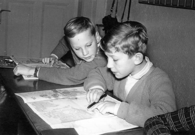 Karte, Kindheit, Klassenzimmer, lernen, Pullover, schule, Stift, zeigen