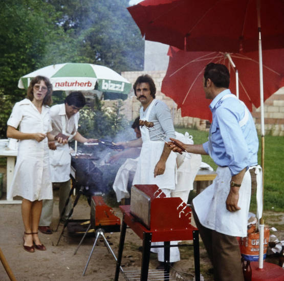 essen, Fleisch, grill, Kita, Sommerfest, Sonnenschirm, Verpflegung