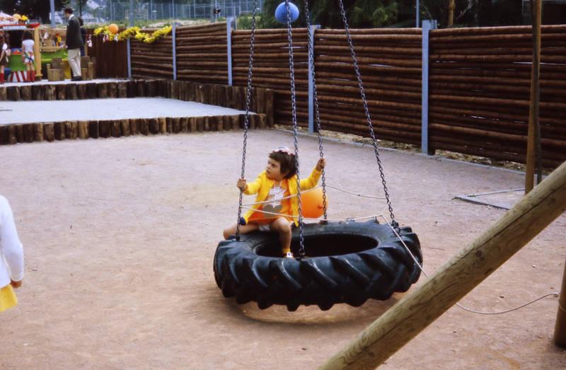 Kindheit, Kita, mainz, Reifen, Reifenschaukel, schaukel, spielen, spielpatz, zahlbach