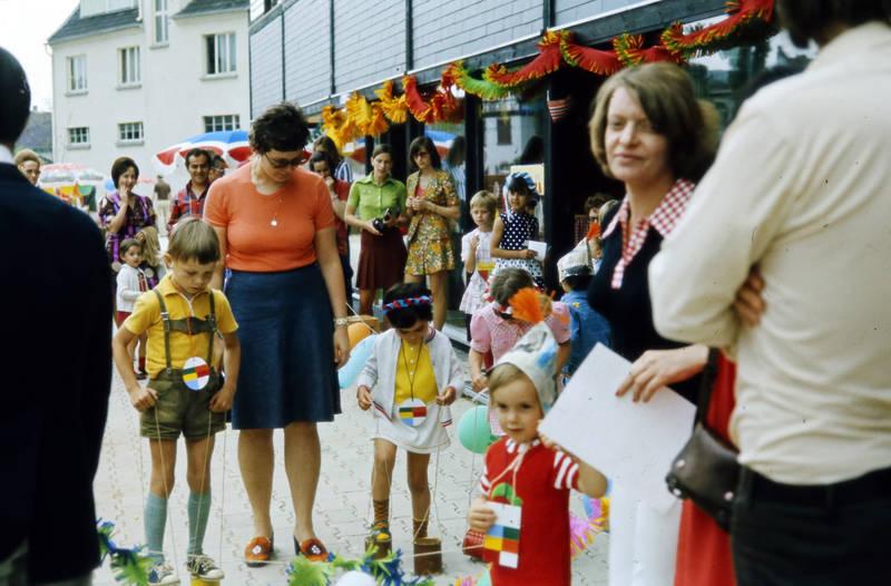 dose, Dosenlaufen, kind, Kindergarten, Kindertagesstätte Zahlbach, Kindheit, Kita, lederhose, Sommerfest