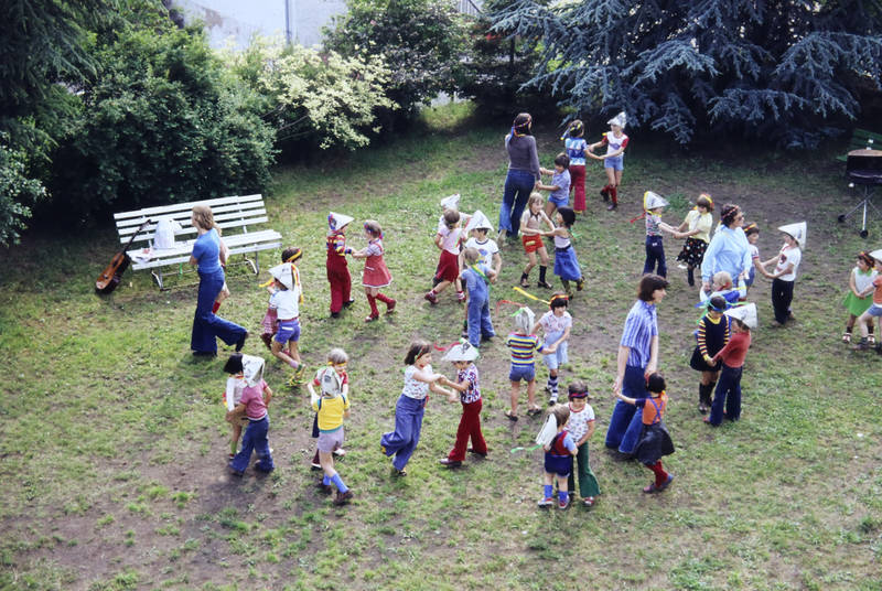 Eröffnung, kind, Kindergarten, Kindertagesstätte Zahlbach, Kindheit, Kita, Papierhut, Stirnband, tanzen