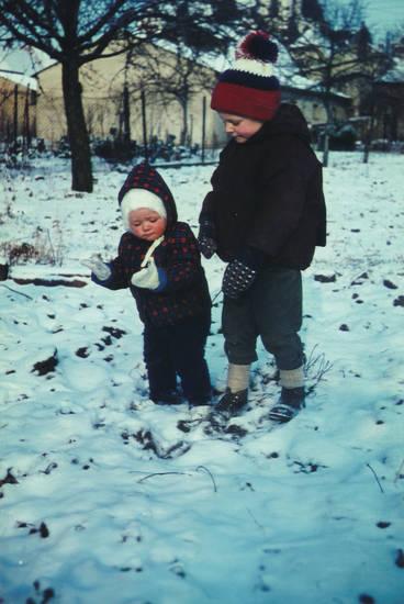 handschuhe, Kindheit, kniebundlederhose, lederhose, mütze, schnee, winter