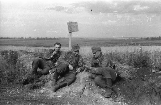 Soldaten am Wegesrand