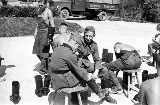 Soldaten im Gespräch