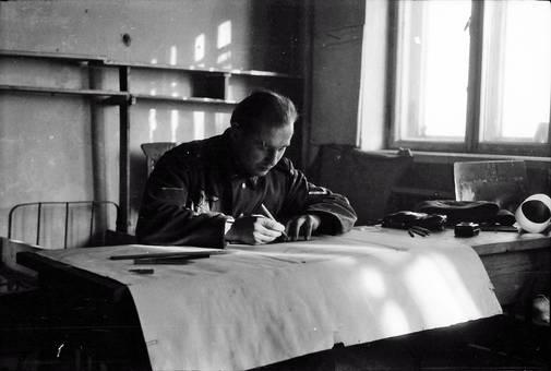 Schreibender Soldat