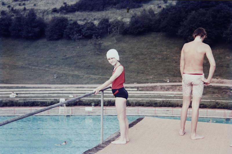 badeanzug, badehaube, Badekappe, beckenrand, freibad, schwimmbad, Schwimmbecken, Sommer