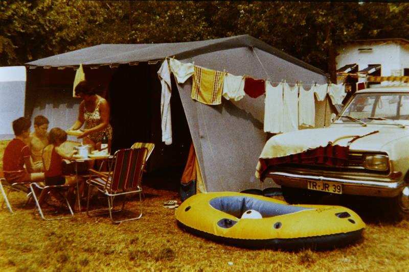 auto, camping, ferien, KFZ, Opel, PKW, reise, rekord-b, schlauchboot, urlaub, Wäscheleine, zelt, zelten