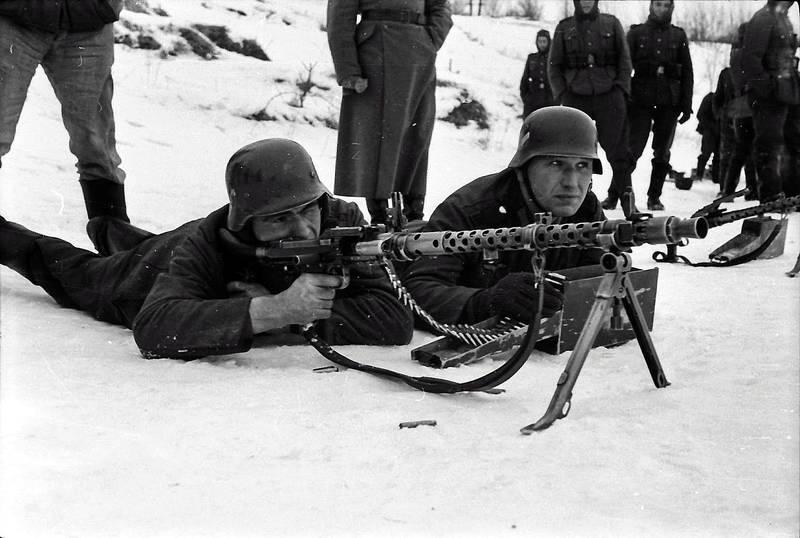 Gewehr, Helm, Maschinengewehr, soldat, Uniform, Wehrmacht, wehrmachtssoldat, zielen, zweiter weltkrieg