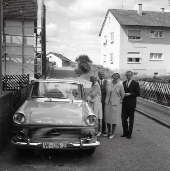 anzug, auto, Autokennzeichen, hut, KFZ, Krawatte, mode, nummernschild, Opel, Opel Rekord, Opel-Rekord-P2, PKW, rock, wagen