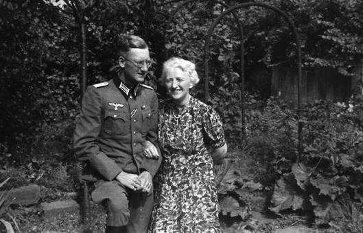 Soldat mit Frau