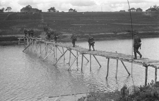 Über die improvisierte Brücke