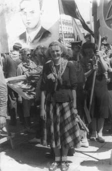 Frau in der Menge