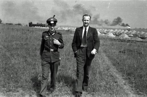 Anzug und Uniform