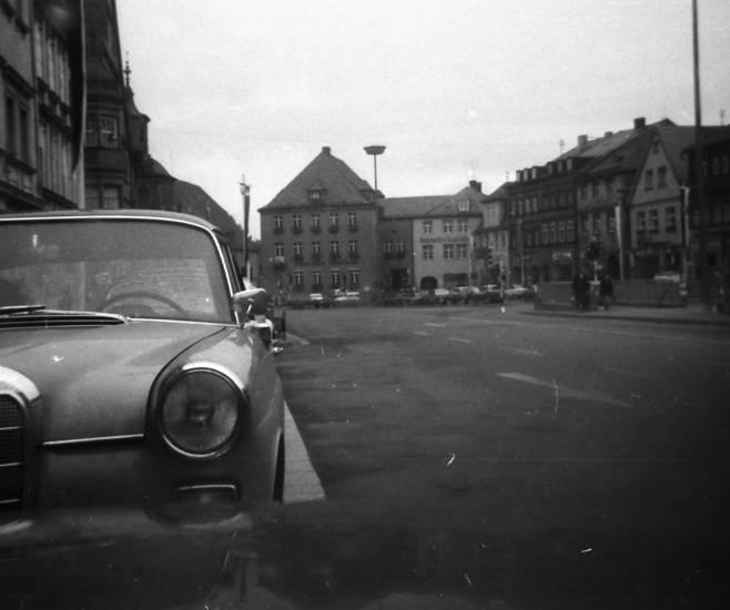 auto, Hausfassade, KFZ, mercedes-heckflosse, Parkplatz, PKW, Scheinwerfer, wagen