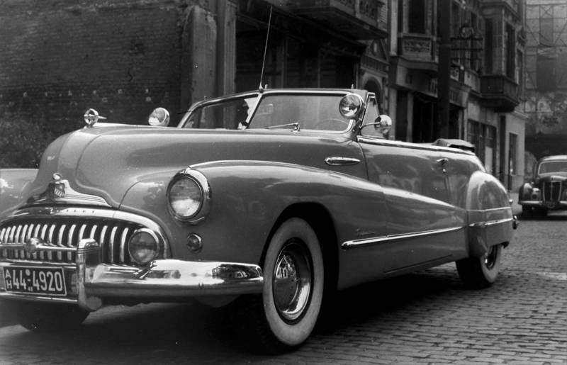 1940er, auto, Buick, cabrio, Düsseldorf, KFZ, Kriegsschäden, PKW, straßenkreuzer, Zusatzscheinwerfer
