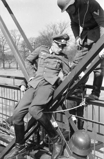 arbeit, brücke, brückenträger, handwerk, Helm, soldat, Träger, Uniform, Wehrmacht, wehrmachtssoldat, zweiter weltkrieg