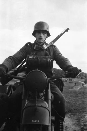 Motorrad, soldat, straße, Uniform, Waffe, weg, Wehrmacht, wehrmachtssoldat
