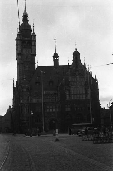bus, Laterne, Platz, Rathaus Dessau, Schienen